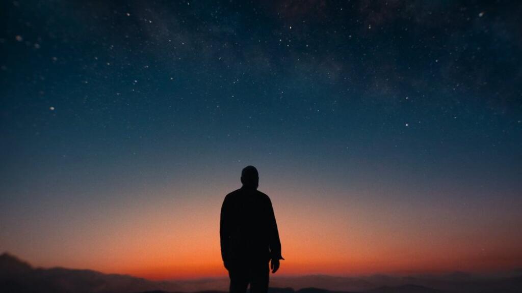 乔治·克鲁尼主演科幻文艺新片《午夜天空》,法语预告来看看~