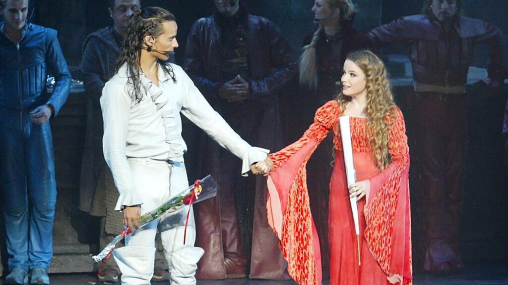 19年后,罗密欧再次找到朱丽叶,一起隔空献唱…