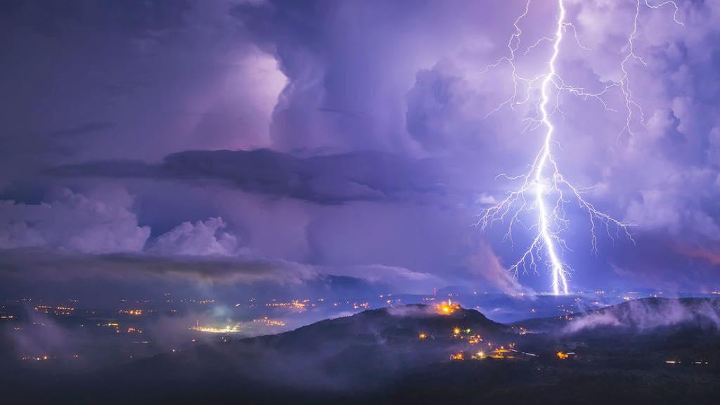 雷暴天气如此危险,应如何防护?⛈