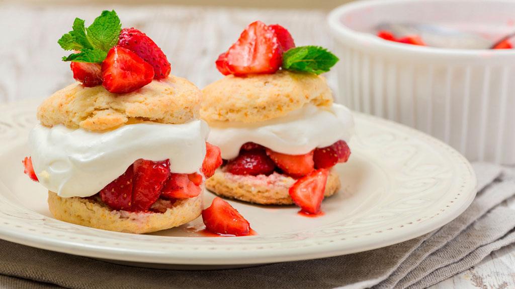 正值草莓季,教你做美味的草莓酥饼🍓