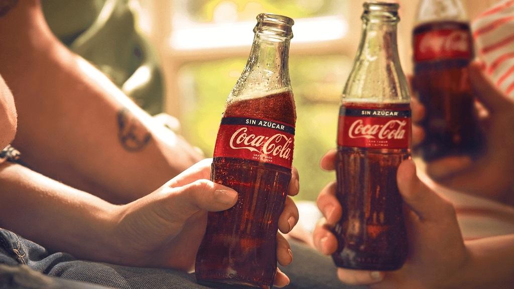 可口可乐创意广告:致敬疫情中的每一个人
