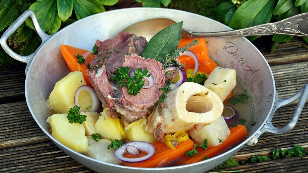 天冷了,来跟法国小哥做一份蔬菜牛肉浓汤暖暖心~