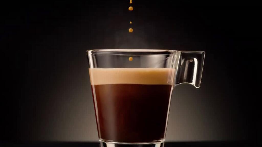 法国百万点击的咖啡广告,看完像看了一场歌舞剧…