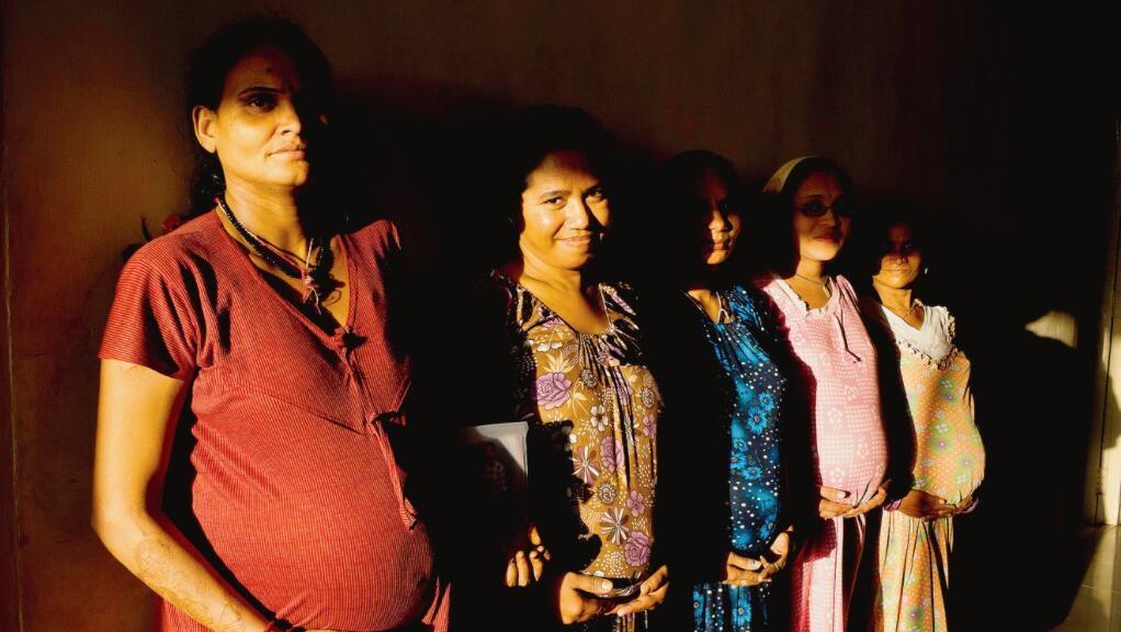 中法双语:明码标价的印度代孕,居然曾每天都在上演…